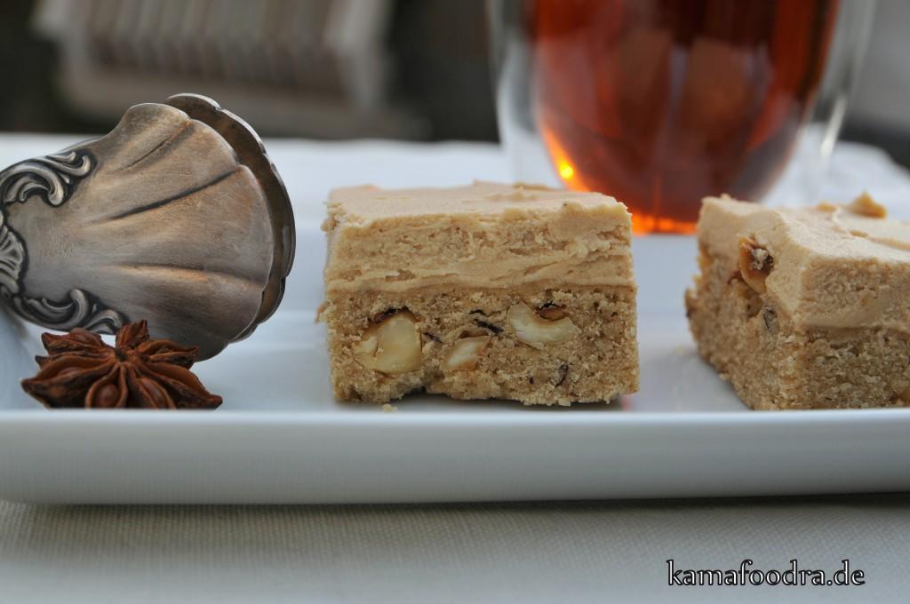 Chai Latte Blondies mit Gewürzen und Nüssen